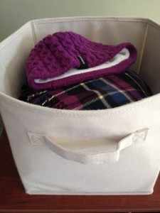Bin for hats and gloves